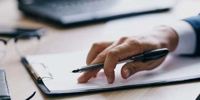Qu'est-ce qu'une exclusion de garantie et une surprime dans une assurance emprunteur ?